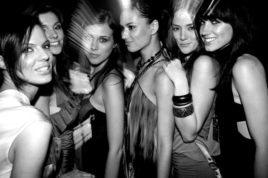 girls-amber-lounge