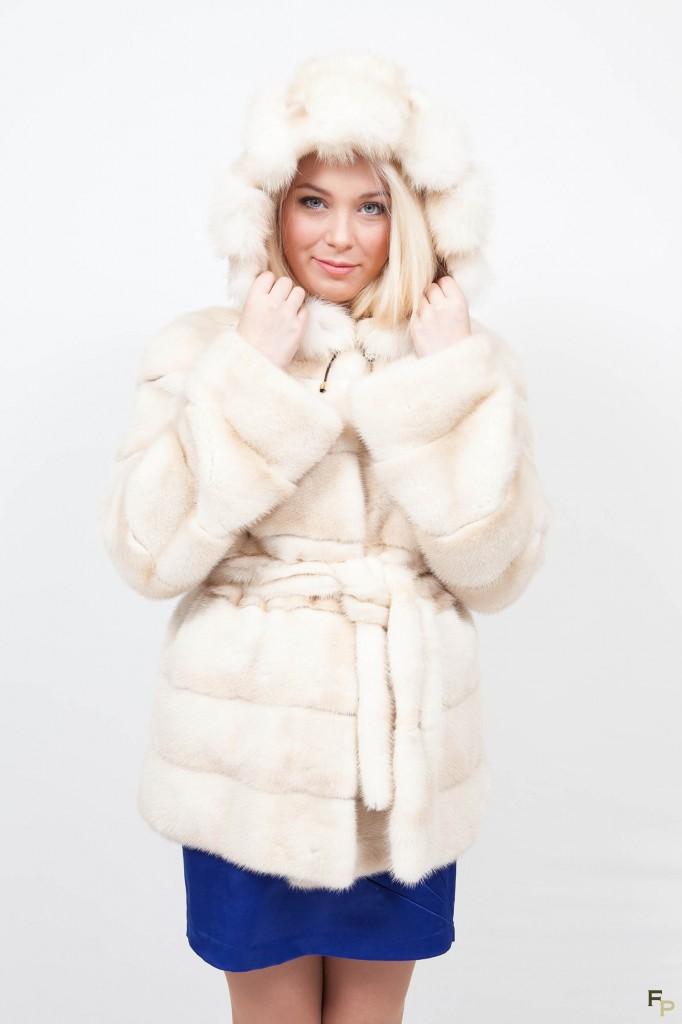 veste-longue-de-vison-beige