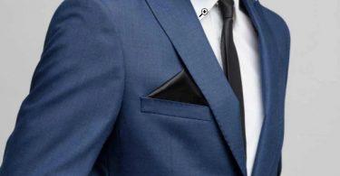 Un homme en costume